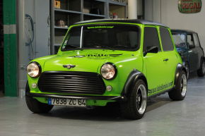 Austin Mini Cooper 1300 La Belle Collector